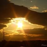 Утка из облаков и закатного солнца