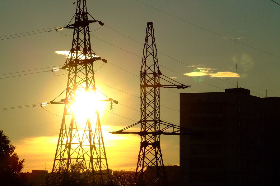 Линии электропередач в закате