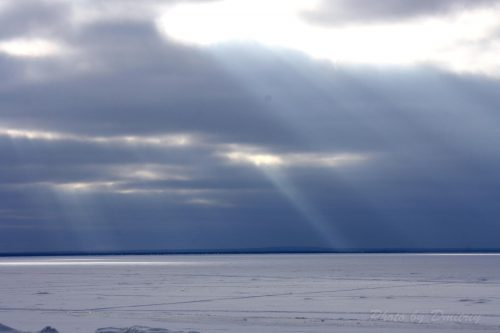 Мрачное небо белого моря