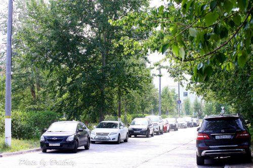 Машины на приморском бульваре